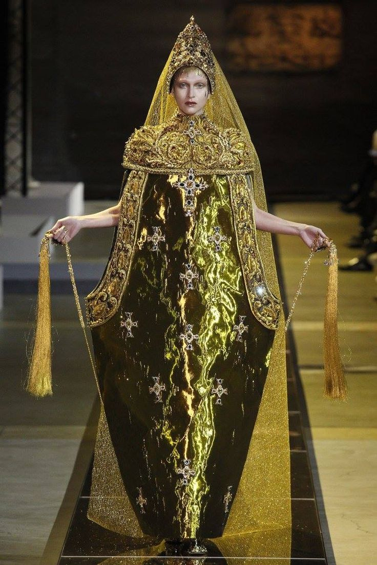 789 best images about extravaganza on pinterest for Couture vs haute couture