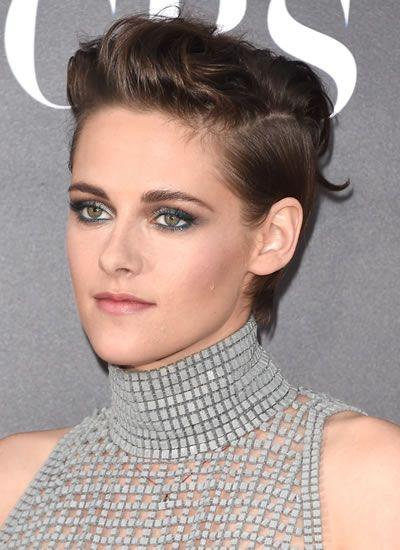 Capelli corti e castani: il look di Kristen Stewart #hairstyle #shorthair #brunette