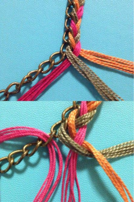 下の画像はチェーンブレスを一緒に編み込んでいます。刺繍糸を三つ編みすると同時に左にある刺繍糸をチェーンの穴にくぐらせ、また三つ編み。次の穴へを何度か繰り返します。