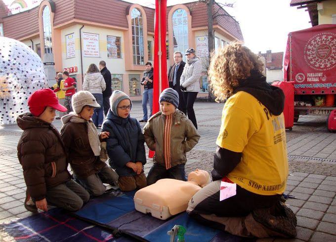 Zdarzyło nam się uczyć pierwszej pomocy nawet przedszkolaków. :)