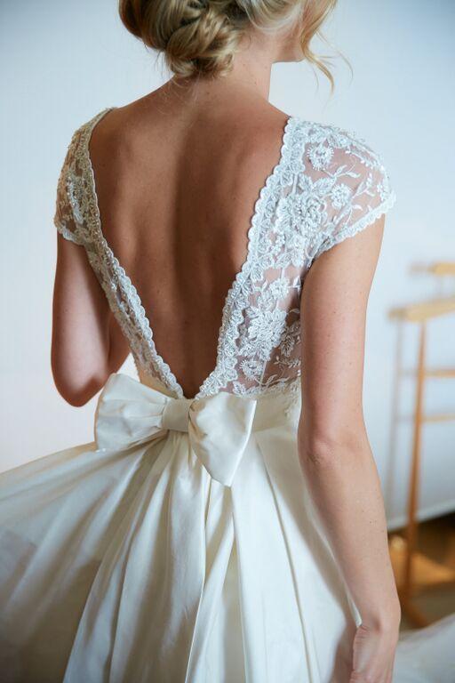 Spitze und Bogenhochzeitskleid #weddingdresses #Brautkleider