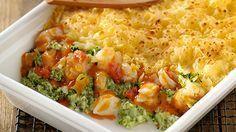 Terwijl de oven zijn werk doet, kun je gezellig blijven keuvelen met je tafelgasten en je verheugen op deze heerlijke ovenschotel van kabeljauw, broccoli en tomatensuprême.