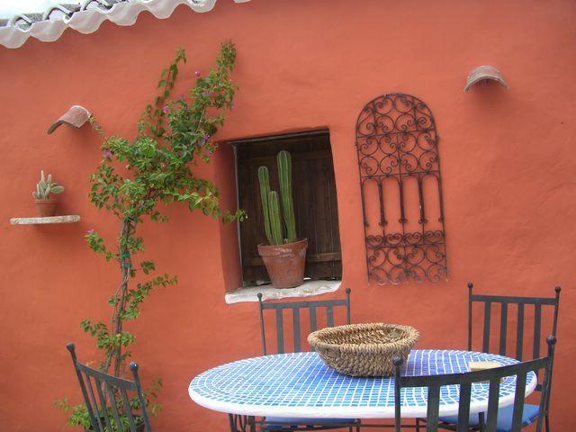 El Establo morrocan courtyard