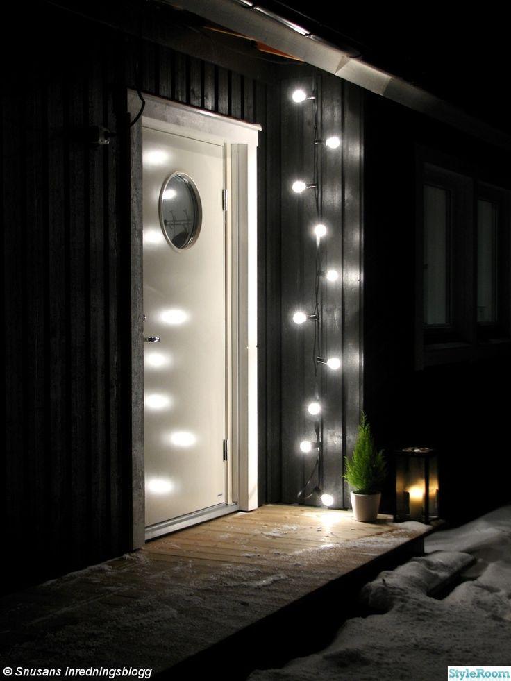 entre,ytterdörr,ljusslinga,vinter,ljuslykta,svart,vitt