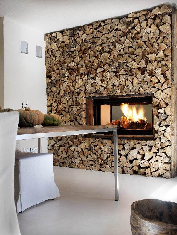 25 best log wall ideas on pinterest - Chimeneas de pared ...
