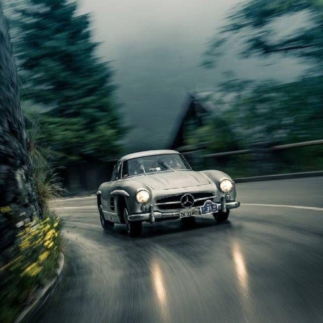 #Classic #MercedesBenz #SL taking corners like the champ it is!