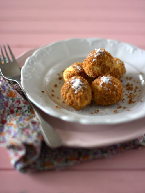 Volt már korábban is túrógombóc recept a blogon egy ricottás  meg egy klasszikus . De ez az eddigi legeslegfinomabb! Anyósom receptje. ...