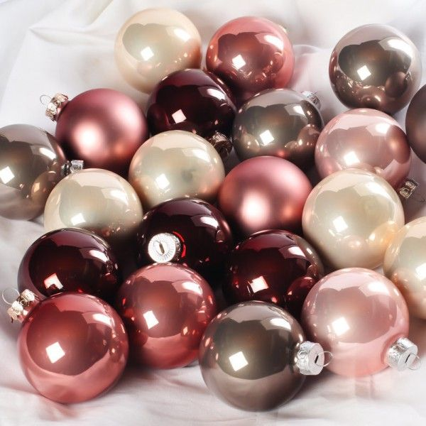 """Pflanzen-Kölle Weihnachtskugeln Mix """"Winterliebe"""" Ø 6 cm, 49 Stück.  Exklusiver Kugelmix in festlichen, harmonisch aufeinander abgestimmten Farben. Hochwertige Glaskugeln in praktischer Aufbewahrungsbox."""
