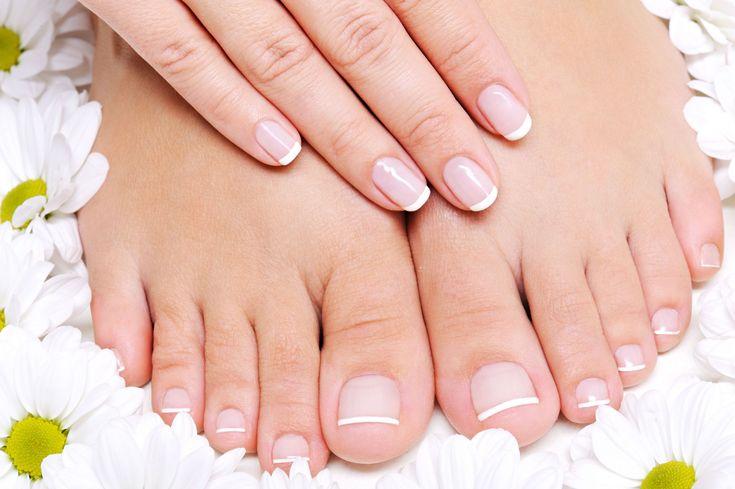 La hiperhidrosis (o exceso de sudoración) se produce especialmente en pies y manos.