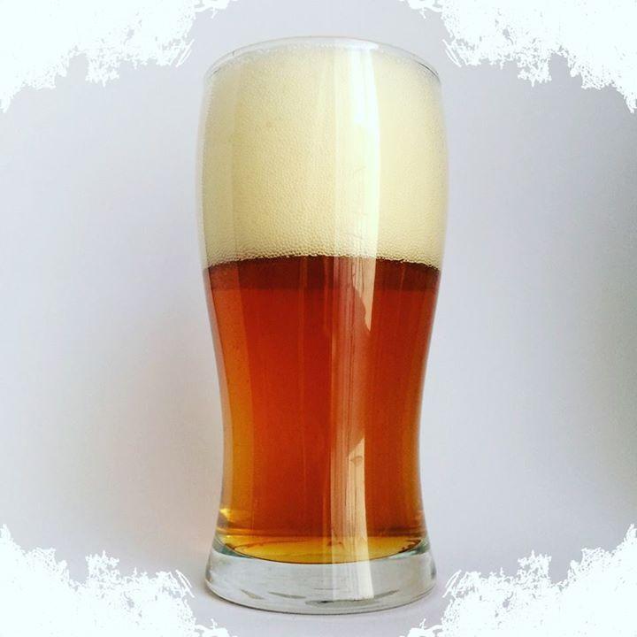 La Cerveza del Viernes: Perretosa de Cerveza Tres palmas. Color ámbar espuma blanca y duradera. Aroma intenso frutal y con matices a pino.