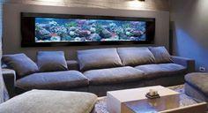 salon de luxe avec meuble aquarium pas cher et canapé gris