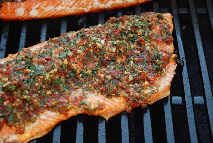 grilled salmon with sundried tomato pesto