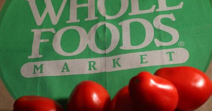 Whole Foods plans to install rooftop solar panels at up to 100 stores in a deal with NRG Energy and billionaire entrepreneur Elon Musk's SolarCity.