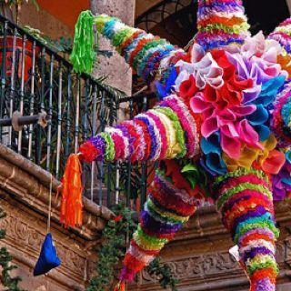 Piñata para las fiestas decembrinas, Mexico.