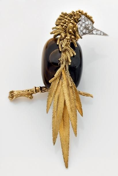 "Great clip STERLE yellow gold and platinum ""bird"" composed for the body of a pattern of half ""tiger eye"" half ""laborite"" and set with brill ..."