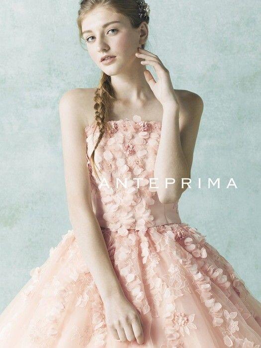 """キラキラの「ワイヤーバッグ」で一躍有名になった *ANTEPRIMA* (アンテプリマ)♡ その*ANTEPRIMA*が手がけるカラードレスを、みなさんは、もうチェックしましたか?フェミニンだけど甘すぎない、華やかだけどお上品な""""大人かわいい""""カラードレスたちは、多くの女性を魅了してやまないのです*。"""