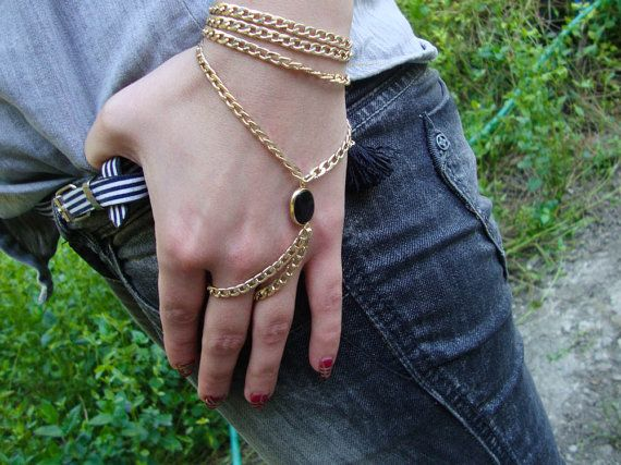 Handpiece with black stone and goldplated chain, a special gift, statement unique and glamorous, statement piece, bracelet, super offer