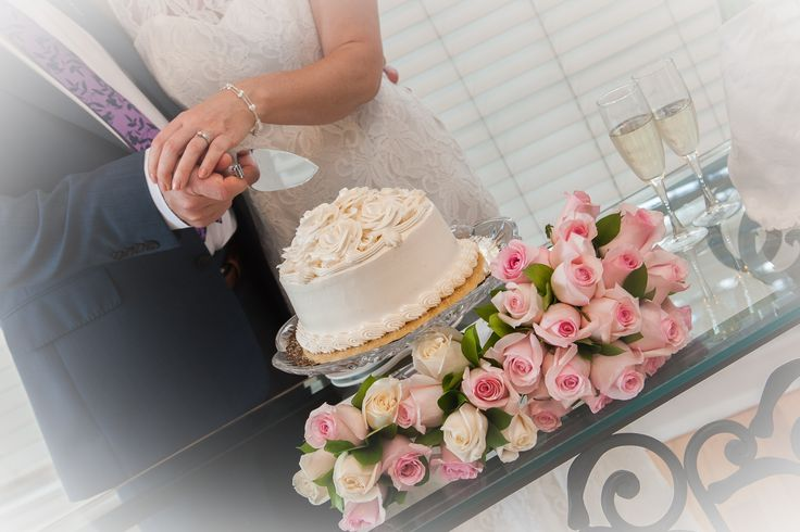 Destination wedding cake - good to feed 10 people