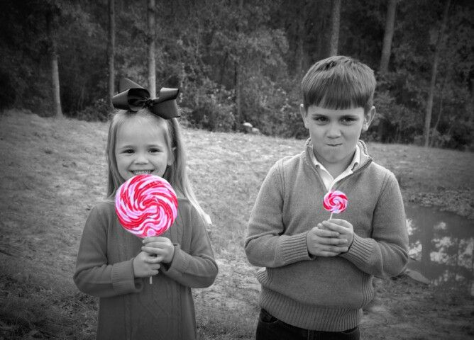 Sibling Christmas picture idea :)