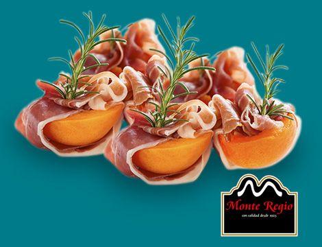 ¿Sorprendemos a nuestros invitados con un entrante diferente? Rollitos de jamón ibérico #MonteRegio y melocotón en almíbar ¡YO me apunto!