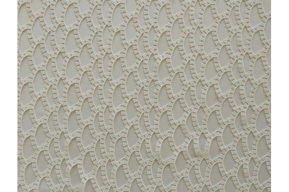 El tejido de encaje de trama gruesa de hiladas perladas, muy similar al encaje pero con más cuerpo y una caída muy elegante. El guipur sin lugar a duda será uno de los tejidos tendencia de este verano, ideal para la confección de vestidos de guipur, camisetas con acabados en mangas de encaje, crop short guipur y faldas de encaje veraniegas.#guipur #encaje #tela #blanco #cuerpo #elegante #vestidos #camisetas #cropshort #faldas #confección #tejido #tejidos #telas #telasseñora #telasniños…
