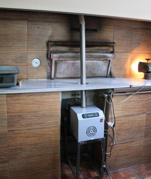 Αντικατάσταση καυστήρα πετρελαίου με καυστήρας πέλλετ ADGREEN OVEN σε φούρνο αρτοποιείου στο Βόλο  Παραδοσιακό ψωμί στην πέτρα, με άριστης ποιότητας ψήσιμο και μεγάλη εξοικονόμηση ενέργειας και χρημάτων παράγει από τον Ιανουάριο του 2013 ο κ. Γιώργος Τζήκας, στο φούρνο που διατηρεί στον Βόλο (οδός Πατριάρχου Γρηγορίου).