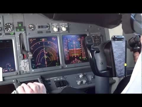 Wow!!! Spectacular HD footage from a Boeing 737 cockpit