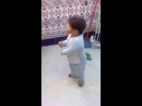 niño 2 años bailando flamenco