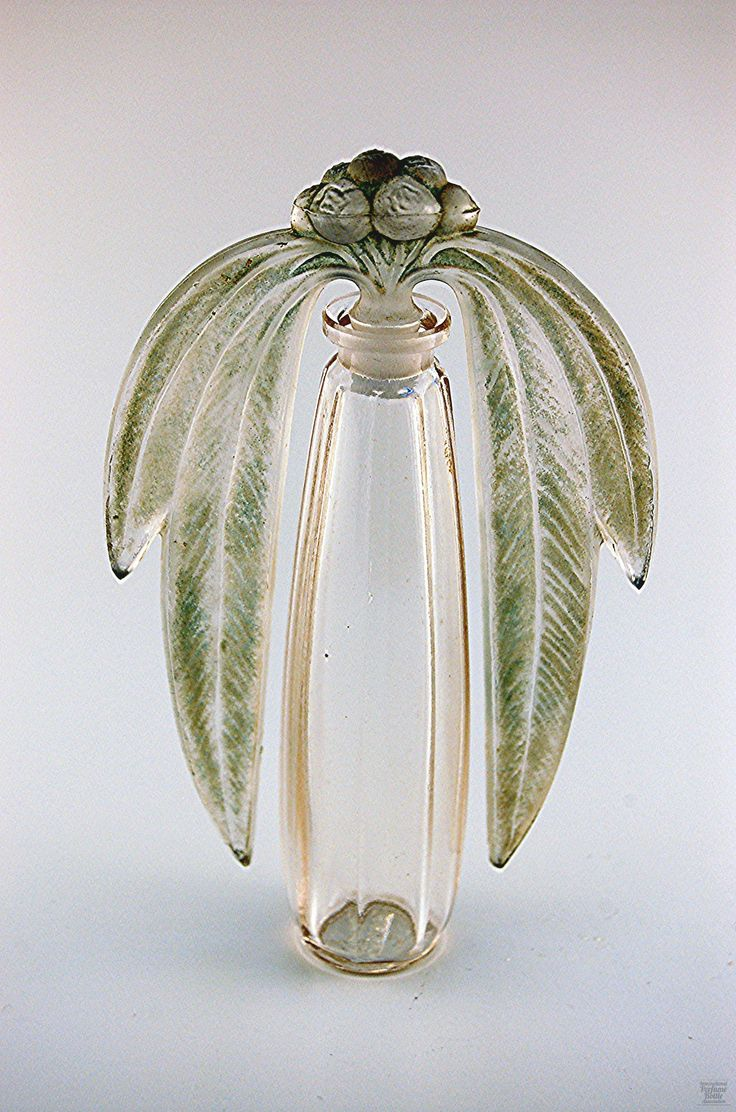 Bouchon Eucalyptus Perfume Bottle By Rene Lalique For Rene Laliqu et Cie - France c.1919