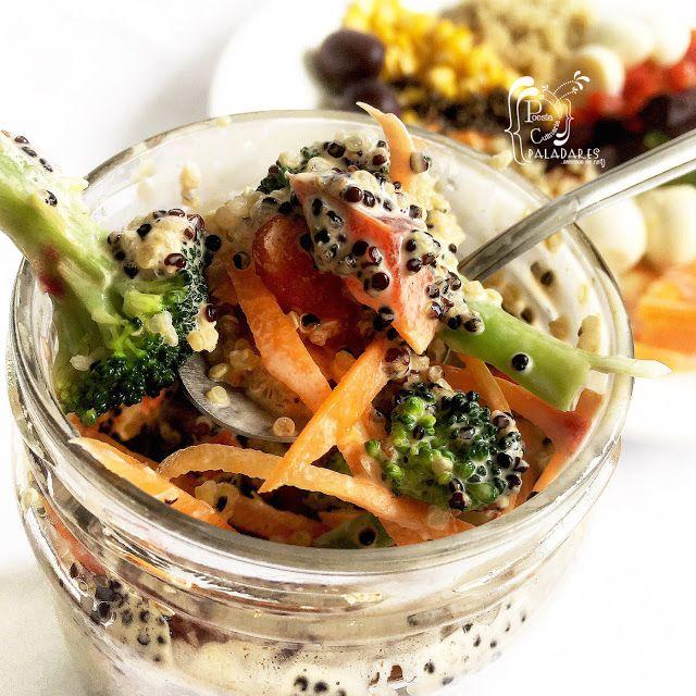 Paladares {Sabores de nati }: Arcoíris de verduras en un frasco acompañado de quinoa. ensalada, verduras, quinoa, tomate, maíz, huevos de codorniz, huevos, quínoa, quinua, brocoli, zanahoria, remolacha, salad, Rainbow salad, arcoíris de verduras, ensalada en frasco, salad