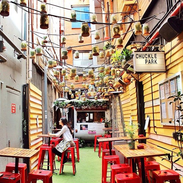 #Melbourne has the coolest little cafes! #ChucklePark is hidden in a Laneway off Little Collins Street // Have you been there? #RG from @rayofmelbourne 🚐