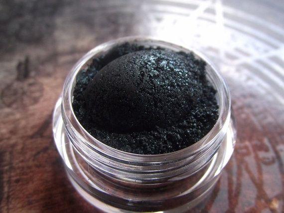 Xenomorph  Black Green Dark Eyeshadow  Smokey by TaterRoundsBeauty
