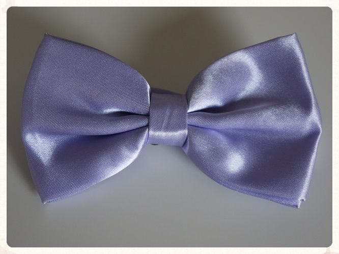 Men rsquo s handmade pre tied bowtie in a lavender colour with a shiny satin finish Bowties make a great change from the traditional grooms wear Team