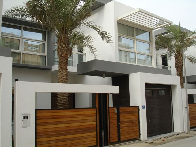 Beautiful automated sliding door house renovation for Modern house gate designs