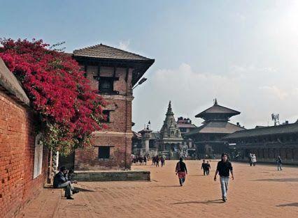 Katmandú es la capital de Nepal y está situada a 1317 metros sobre el nivel del mar en el valle del mismo nombre.  El Valle de Katmandú contiene más de 130 monumentos que visitar, sobre todo templos y palacios budistas e hinduistas de los cuales algunos de ellos son lugares de peregrinación. En 1979 siete de estos sitios fueron nombrados Patrimonio de la Humanidad por la Unesco. http://blog.GustavoyEly.com gustavoyely.com