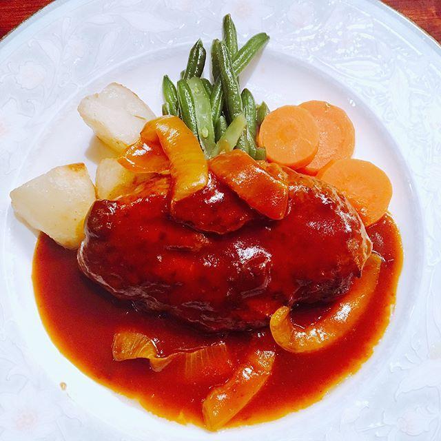 . 久々こけももランチ🍽 いつ行っても安定の美味しさ〜🤤💓 んで、ここはプリンも絶品🍮🍎🥝✨ お腹と心が満たされた幸せな夜勤明け🙏🏻 . #こけもも#洋食こけもも#ハンバーグ#プリン#デザート#ランチ#洋食#肉#食べログ#広島ランチ#広島#袋町#hamburg#lunch#pudding#dessert#hiroshima#foodporn#foodstagram#food#foodie#instagood#instafood