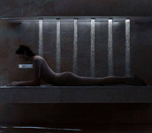 ement passionné par les produits pour salle de bains innovantes ; à en juger par leur conception de douche moderne horizontale. Cette idée très intéressante fusionne la détente d'un bain et le traitement de la douche à jets.  Vous pouvez choisir, parmi une série de paramètres, des effets de douche différents, tels que l'équilibrage, énergisant ou déstressant. Chacune de ces options a une température d'eau spécifiques et des pressions qui varient pour obtenir les effets souhaités