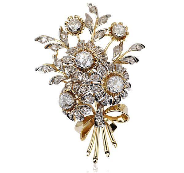 Zauberhaftes Stilleben fürs Revers. Glitzerndes Blumenbouquet mit 50 Diamantrosen 1,370 ct als Brosche. Der kostbare Strauss trägt 6 gro... Antiker Schmuck Antikschmuck http://schmuck-boerse.com/index-gold-brosche.htm