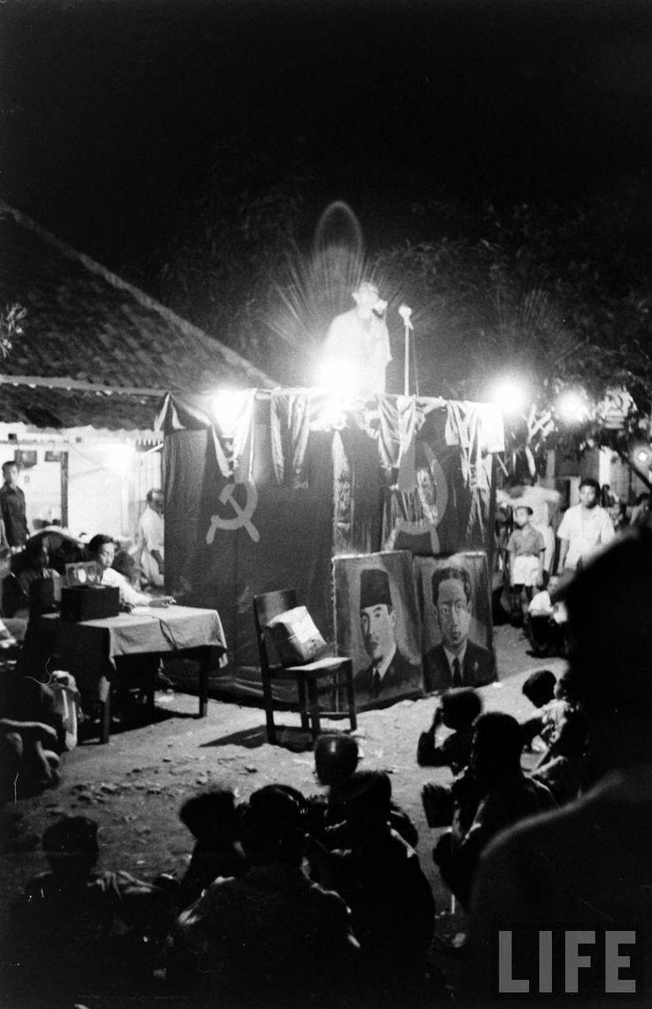 Kampanye PKI, September 1955. September 1955. (foto: Howard Sochurek)