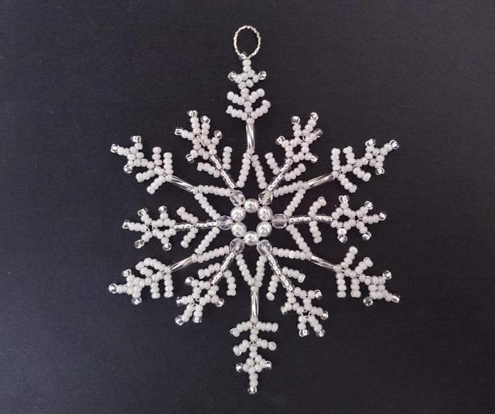 Baumschmuck: Perlen - Schneeflocke Maia - ein Designerstück von Sterne_Schenken bei DaWanda
