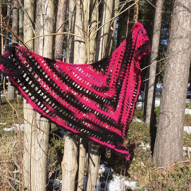Yllesjal klar ##sjal #yllesjal #virkadsjal #heklesjal #hekle #hekling #virkning #virka #crochetersofinstagram #crochetsofinstagram #crochetshawl #crochetfun #creative by lyckligarosa