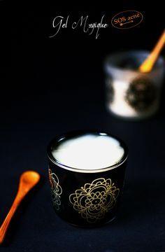 ANTIGONE XXI. Gel magique anti-acné DIY Ingrédients : gel d'aloe vera, HE d'arbre à thé, palmarosa, lavande, eucalyptus, menthe poivrée, ylang-ylang.