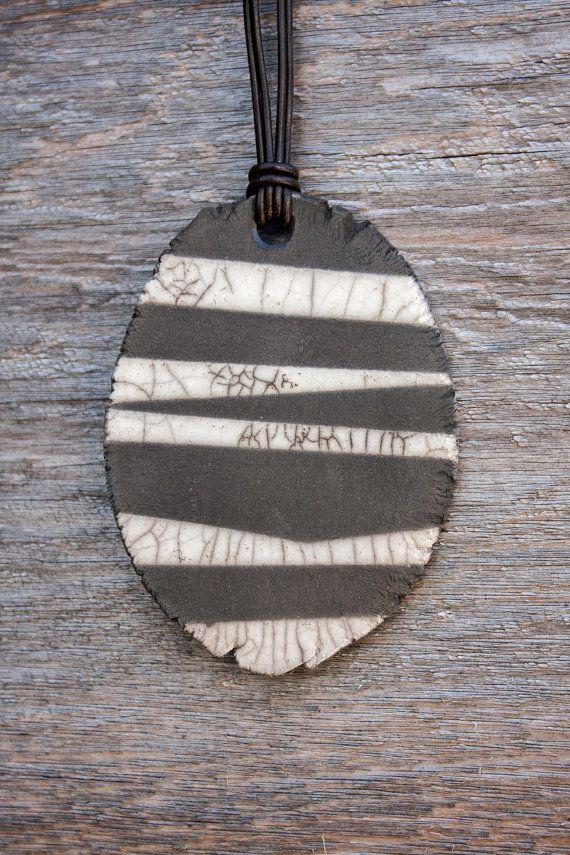 Céramique Raku collier noir léger crépitement par HighYieldStudio