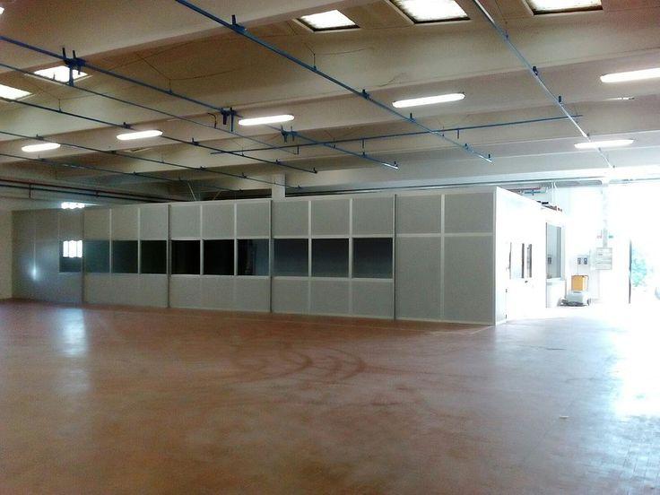 Box multiuso realizzato a misura con pareti divisorie-mobili completo di controsoffitto