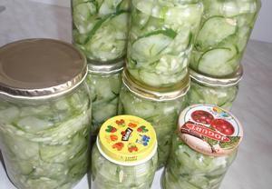 Okurkový salát na uskladnění
