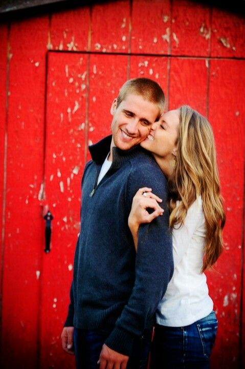 I want an (engagement) picture like this one ~ way more beautiful than kissing-picture
