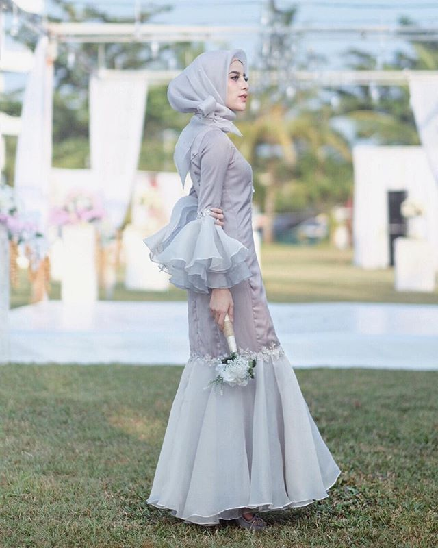 Being a bridesmaid isn't really an honor. Its a very very very expensive obligation ✨ Dress by @rasya_shakira ❤️ #JoyNikoLovestory