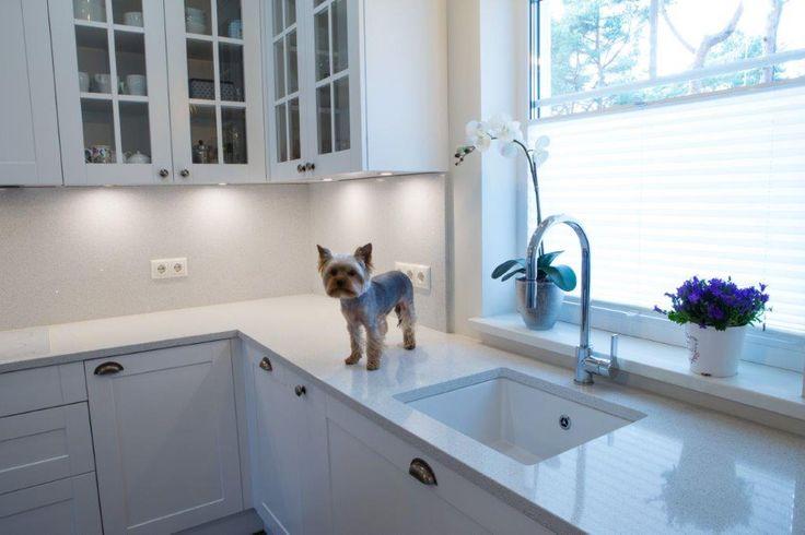 Vita köksskivor med underlimmad vask. www.nerostein.se