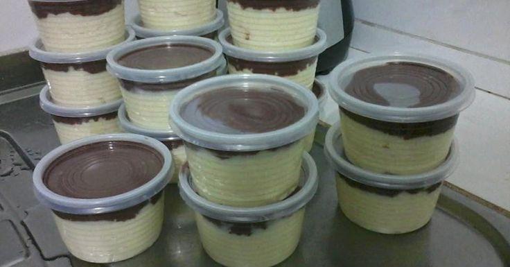 Modo de Fazer. Quando ficar igual a um migual, delisgue e espere esfriar. 800 ml de leite. 1 lata de leite condensado. 100g de coco ralado em flocos. 1 e 1/2 colher de amido de milho. 01 cx de creme de leite. 06 colheres de chocolatado em pó (utilizamos 50% cacau da Harald). Usamos potes de 200ml. Rende aproximadamente de 06 a 08 potes. Pode ser vendido por R$ 4,00. Confeitaria Creative 800 ml de leite. 1 lata de leite condensado. 100g de coco ralado em flocos. 1/2 colher de amido d...