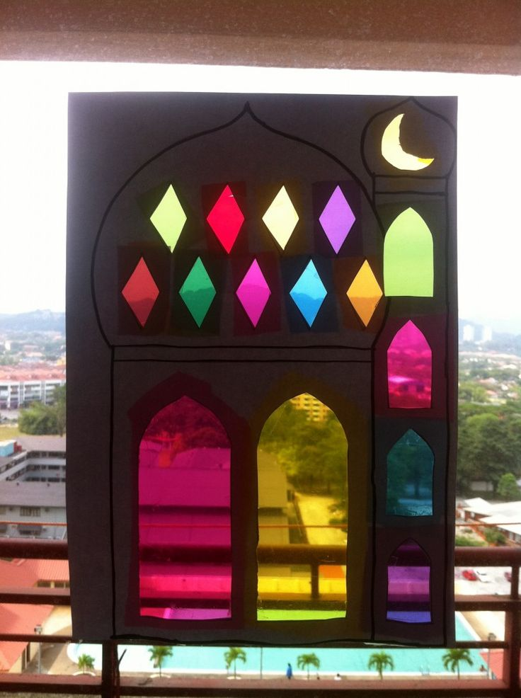 Artsy Masjid Sun Catcher... would make an excellent craft idea - and a perfect decoration for our front glass door for Eid.